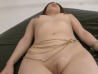 Big roundass fingering her shaved pussy