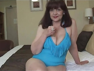 pretty mature lady with big tits is getting her cunt fit