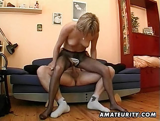 Beautiful Amateur MILF Gives Blowjob And Gets Cum In Mouth