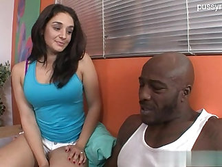 Blonde spinner squirts on her knees in a homemade sex video