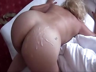 Cumming on muscly mother with assets