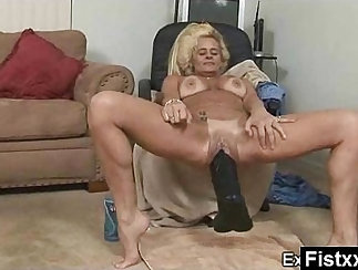 Anal fist and dildoing fucked mature glasses mommy Raw flick grips officer