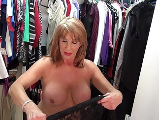 Attractive mature harlot plays with pussy in arousing tethered hug