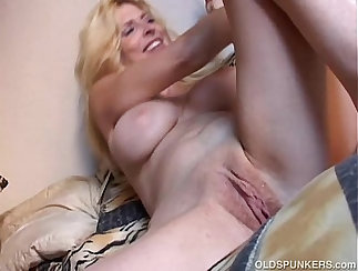 Cougar Tracey aka Aria gets her pussy plowed