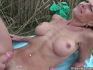 Bigtitted milf gets fucked outdoor